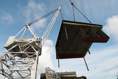 2-crane lift, barge section