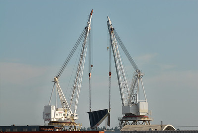 Double-crane lift of bow section