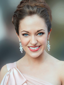 Actress Laura Osnes