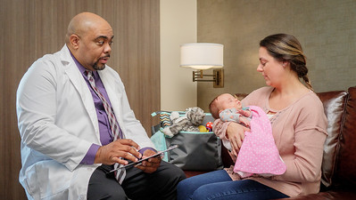 120117_14262_Hospital_Doctor Mom Baby