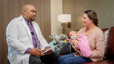 120117_14275_Hospital_Doctor Mom Baby