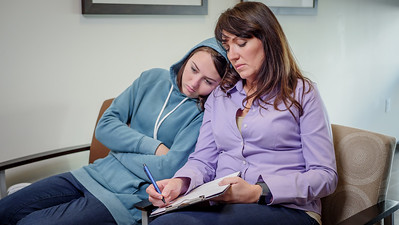 120117_15261_Hospital_Mom Daughter ER
