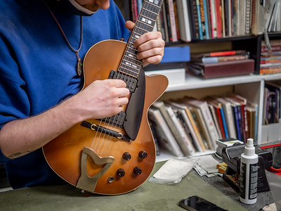 030621_7873_Ian Peters - Luthier