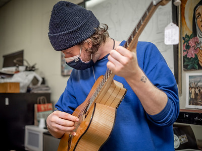030621_7851_Ian Peters - Luthier
