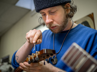 030621_6315_Ian Peters - Luthier