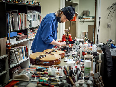 030621_6418_Ian Peters - Luthier