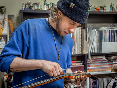 030621_6291_Ian Peters - Luthier