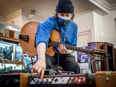030621_6685_Ian Peters - Luthier