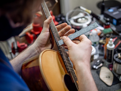 030621_6151_Ian Peters - Luthier