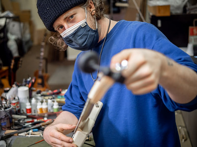 030621_7725_Ian Peters - Luthier
