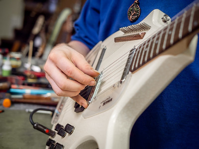 030621_7771_Ian Peters - Luthier