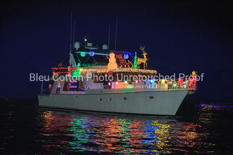 3A8A0570RB_8x12_NB_Christmas_Parade_BleuCottonPhotoInc