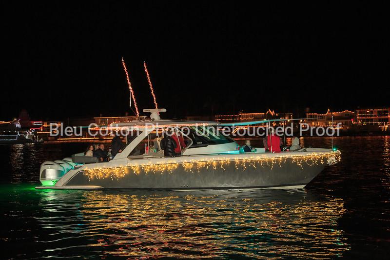 3A8A0477_NB_Christmas_Parade_BleuCottonPhotoInc