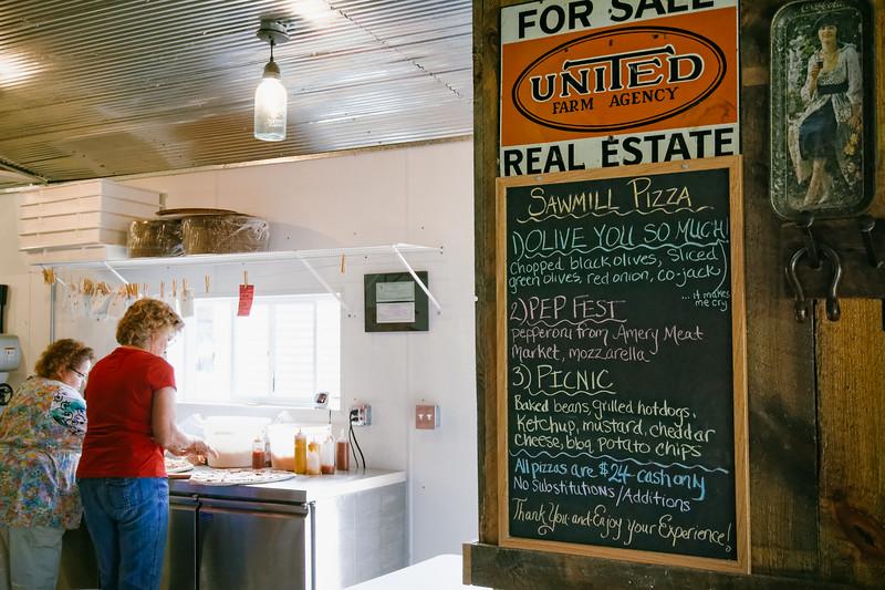 Sawmill Pizza 070314-84