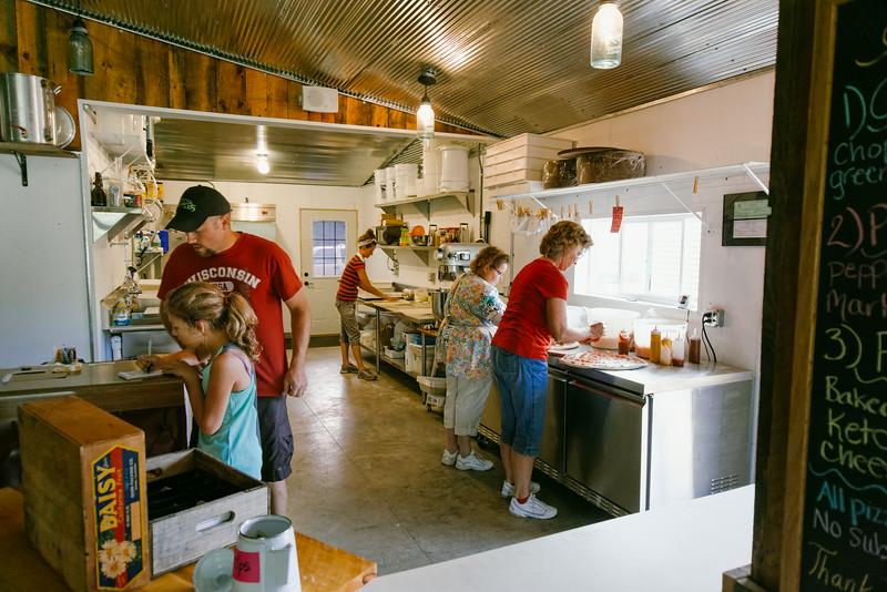 Sawmill Pizza 070314-79