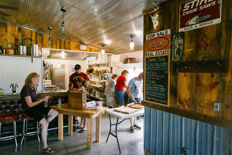 Sawmill Pizza 070314-82