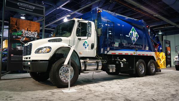 2016 Freightliner McNeilus Standard Rear Loader