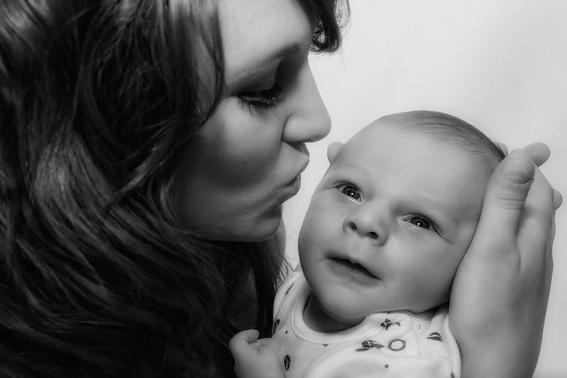Gemma, Paul & Baby Leo-003