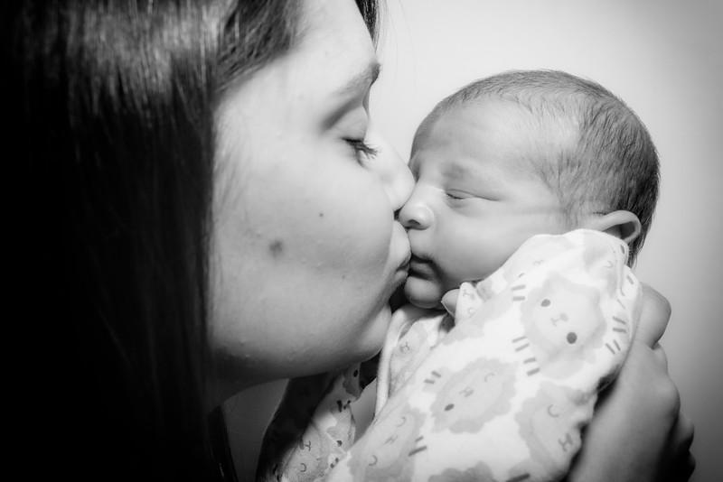 Jessica, Chris & Baby Luca (021)