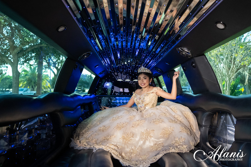 tampa_bay_wedding_quinceanera_photographer_Dalia_PartyDay-154