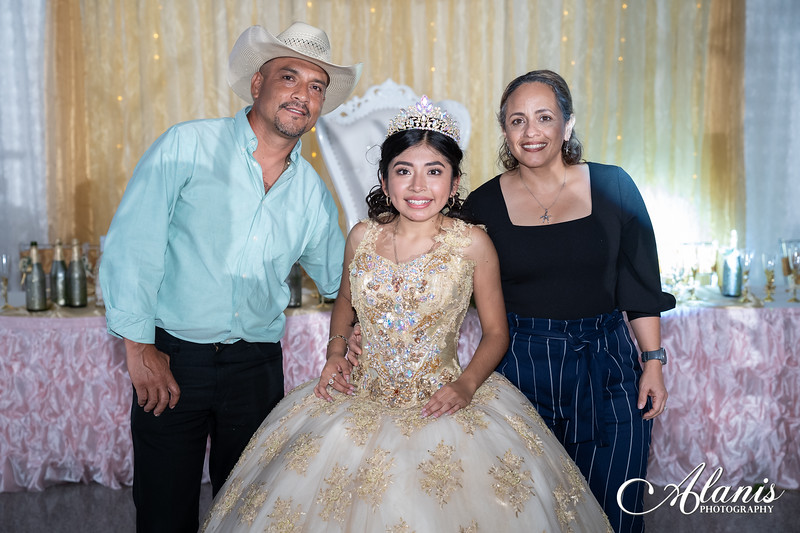tampa_bay_wedding_quinceanera_photographer_Dalia_PartyDay-361