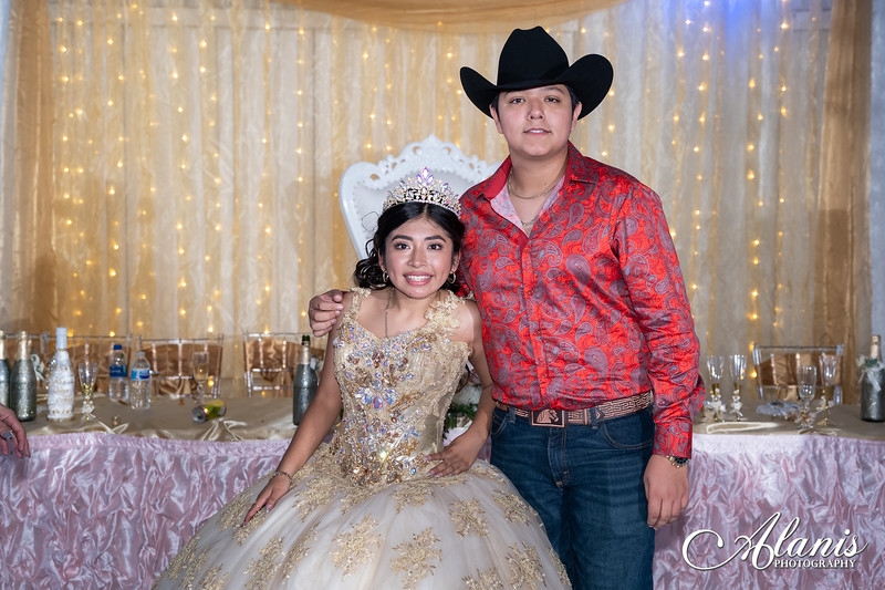 tampa_bay_wedding_quinceanera_photographer_Dalia_PartyDay-375