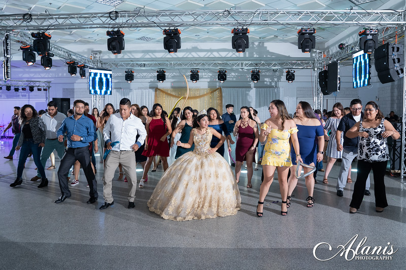 tampa_bay_wedding_quinceanera_photographer_Dalia_PartyDay-384