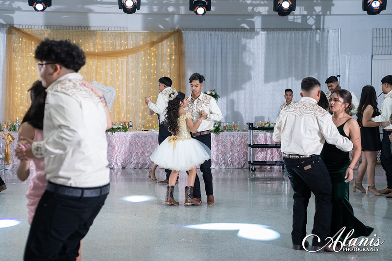 tampa_bay_wedding_quinceanera_photographer_Dalia_PartyDay-313