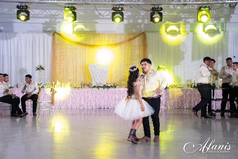 tampa_bay_wedding_quinceanera_photographer_Dalia_PartyDay-311