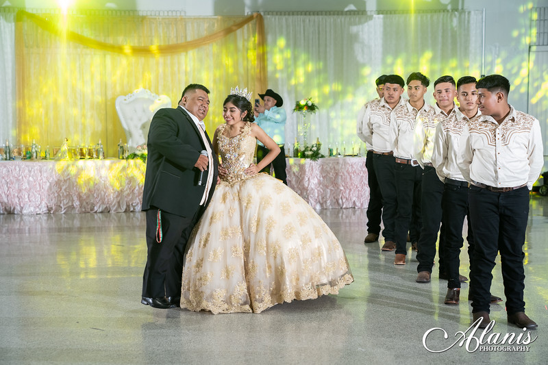tampa_bay_wedding_quinceanera_photographer_Dalia_PartyDay-247