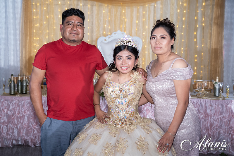tampa_bay_wedding_quinceanera_photographer_Dalia_PartyDay-357
