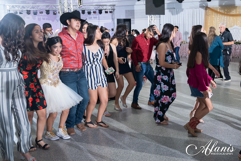 tampa_bay_wedding_quinceanera_photographer_Dalia_PartyDay-335
