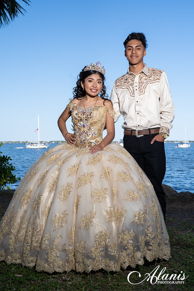 tampa_bay_wedding_quinceanera_photographer_Dalia_PartyDay-141