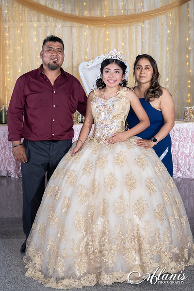 tampa_bay_wedding_quinceanera_photographer_Dalia_PartyDay-350