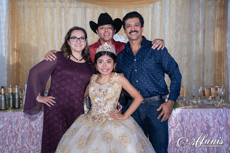 tampa_bay_wedding_quinceanera_photographer_Dalia_PartyDay-374