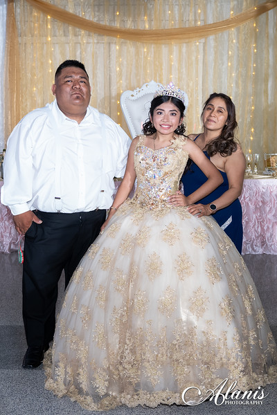 tampa_bay_wedding_quinceanera_photographer_Dalia_PartyDay-359