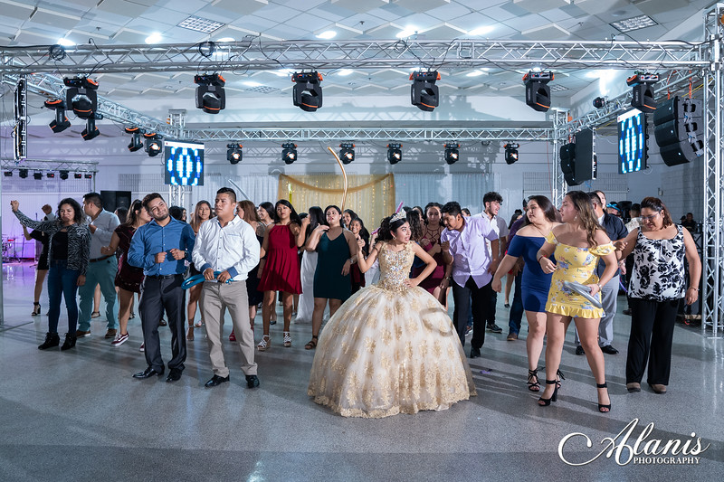 tampa_bay_wedding_quinceanera_photographer_Dalia_PartyDay-383