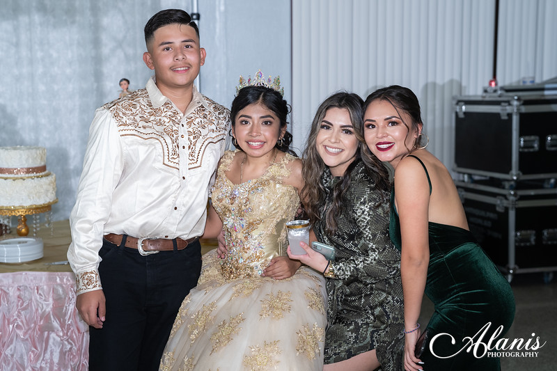 tampa_bay_wedding_quinceanera_photographer_Dalia_PartyDay-348
