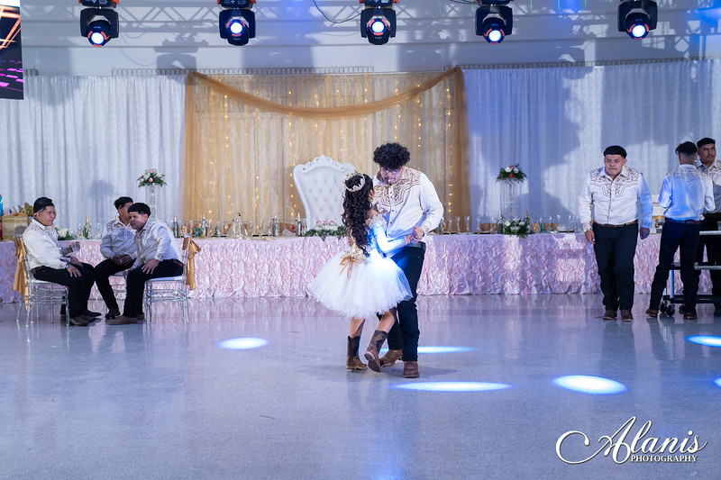 tampa_bay_wedding_quinceanera_photographer_Dalia_PartyDay-309