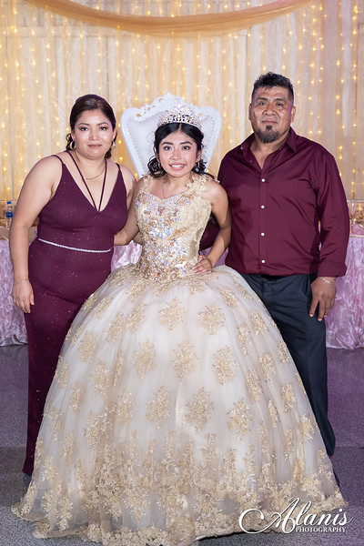 tampa_bay_wedding_quinceanera_photographer_Dalia_PartyDay-355