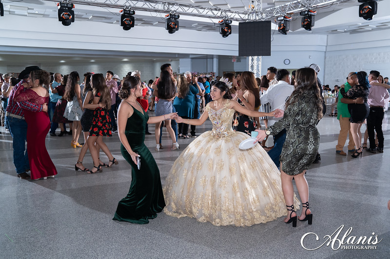 tampa_bay_wedding_quinceanera_photographer_Dalia_PartyDay-345