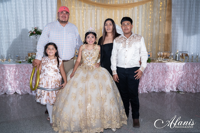 tampa_bay_wedding_quinceanera_photographer_Dalia_PartyDay-370