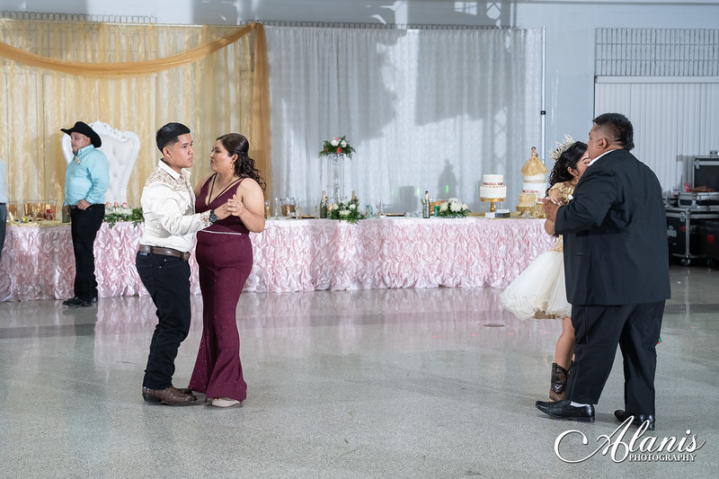 tampa_bay_wedding_quinceanera_photographer_Dalia_PartyDay-323