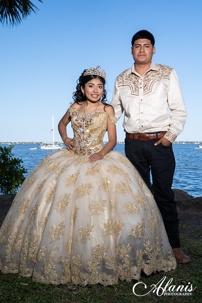 tampa_bay_wedding_quinceanera_photographer_Dalia_PartyDay-140
