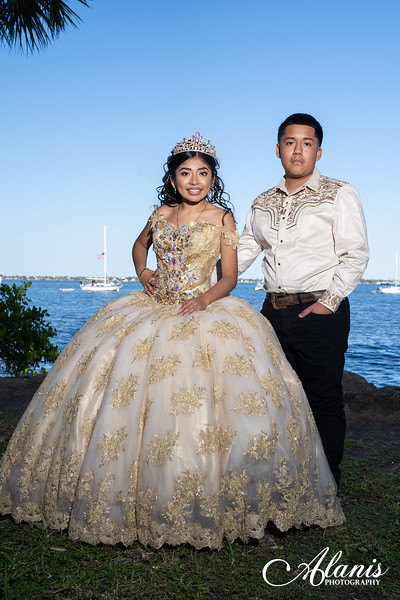 tampa_bay_wedding_quinceanera_photographer_Dalia_PartyDay-136