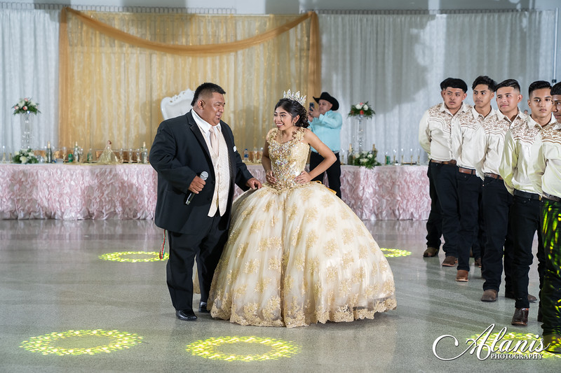 tampa_bay_wedding_quinceanera_photographer_Dalia_PartyDay-248