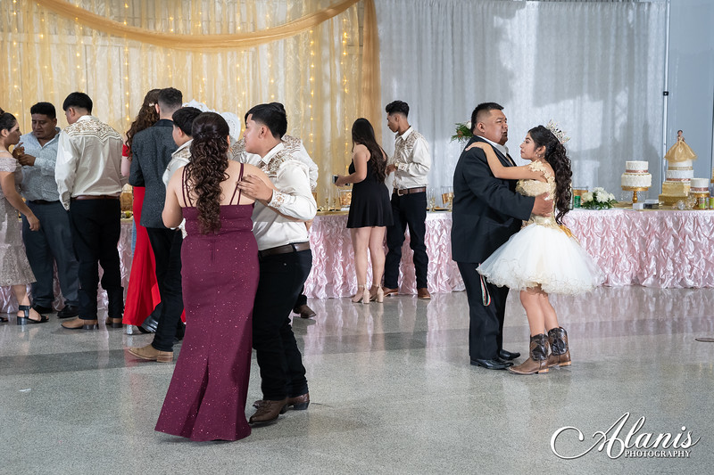 tampa_bay_wedding_quinceanera_photographer_Dalia_PartyDay-322