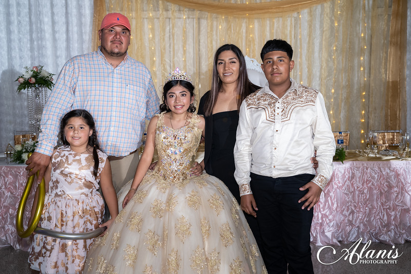 tampa_bay_wedding_quinceanera_photographer_Dalia_PartyDay-371