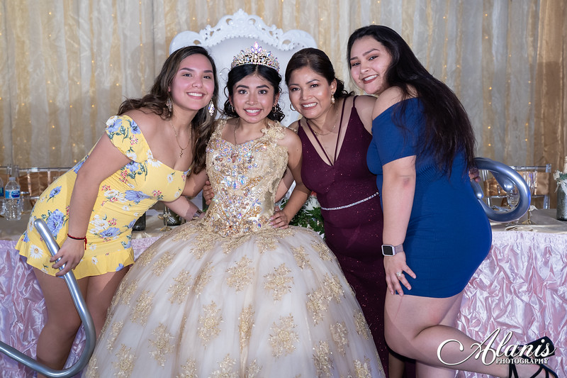 tampa_bay_wedding_quinceanera_photographer_Dalia_PartyDay-381