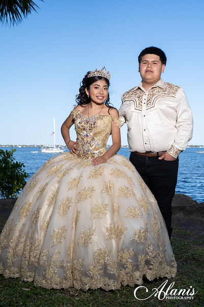 tampa_bay_wedding_quinceanera_photographer_Dalia_PartyDay-139